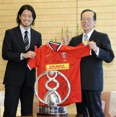 首相、J1浦和を表彰